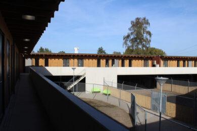 nieuwbouw-dierenasiel-houten-gevelbekleding-1