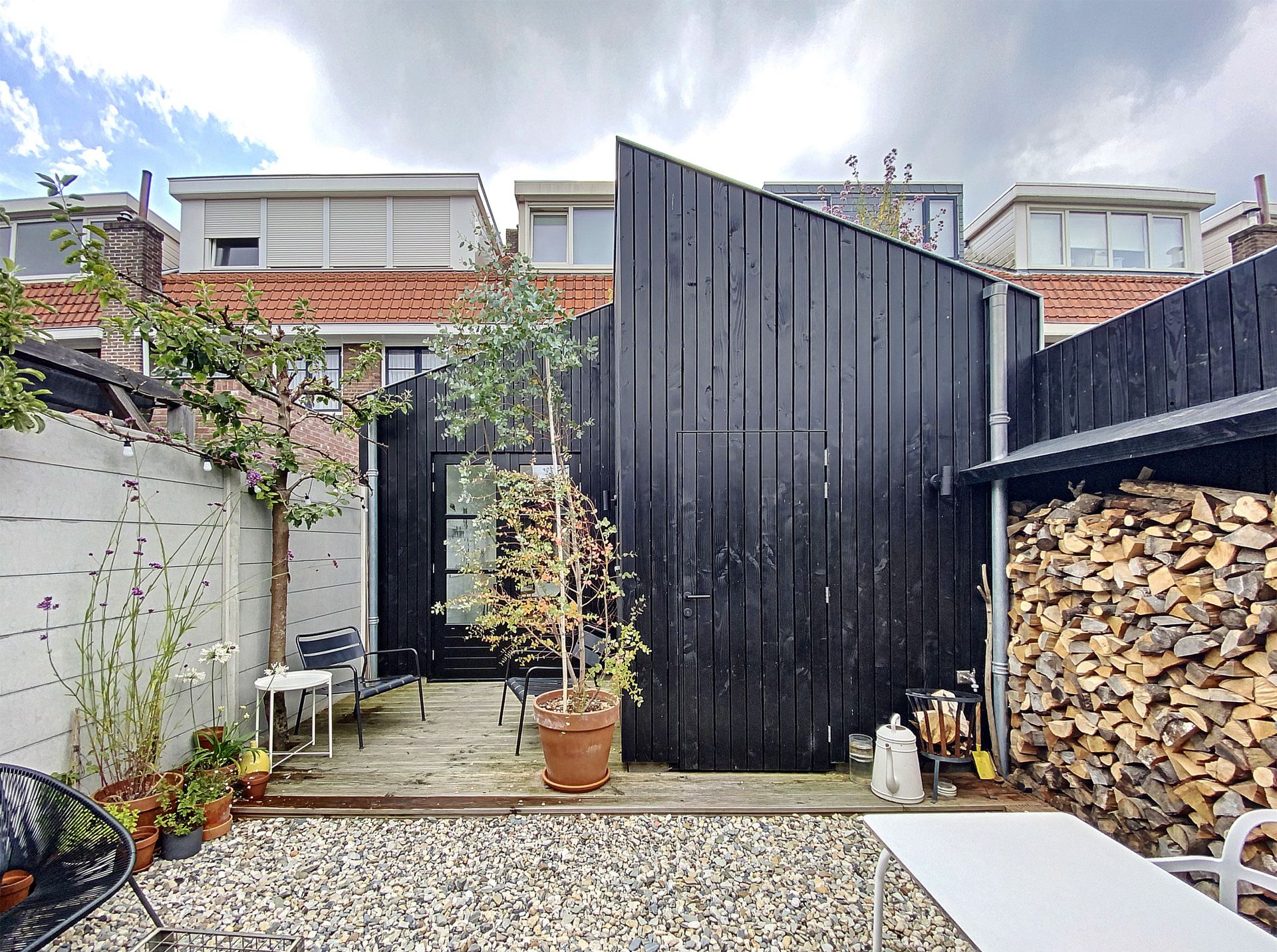 Aanbouw-houten-gevelbekleding-zwart-architect-Breda-18