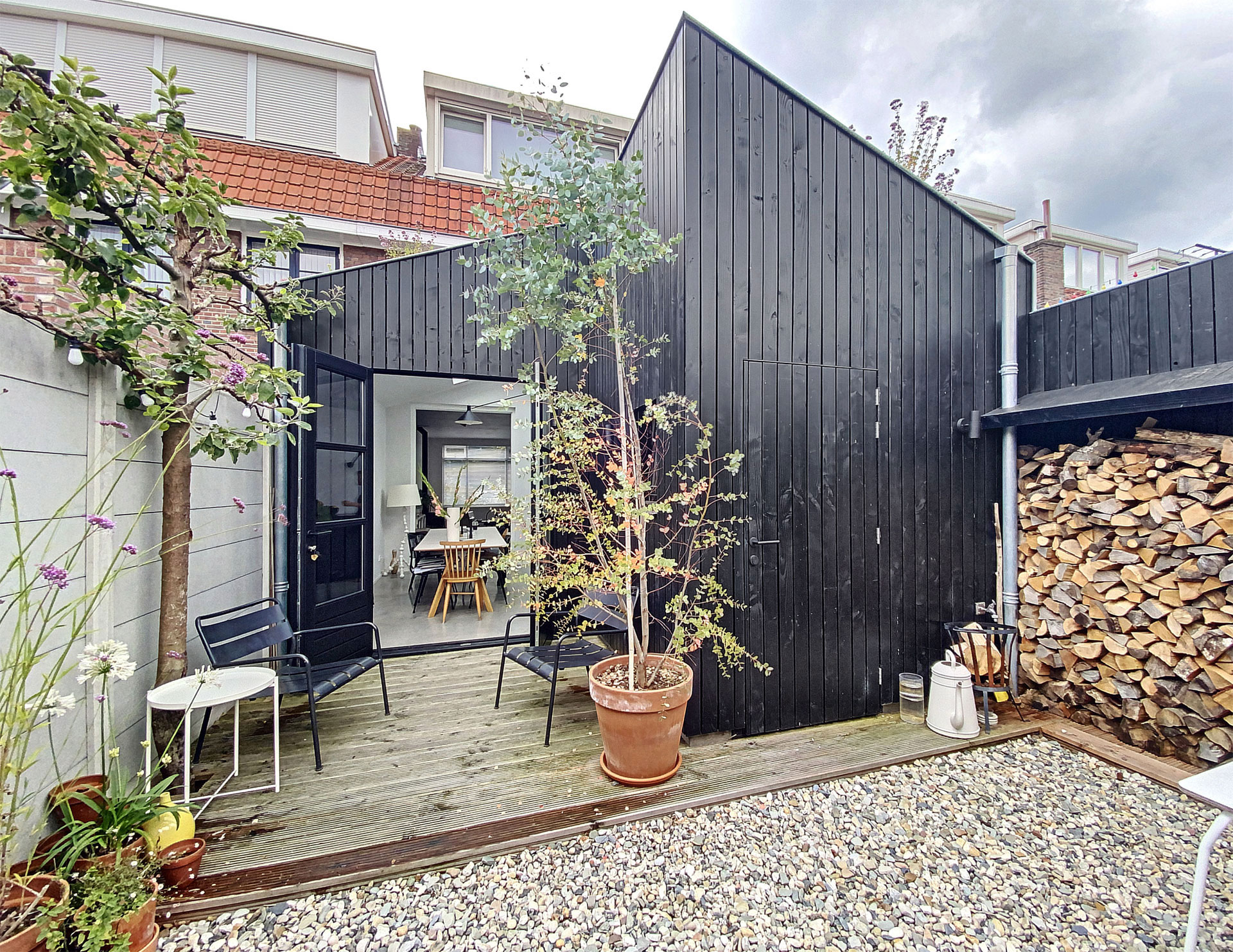 Aanbouw-houten-gevelbekleding-zwart-architect-Breda-2