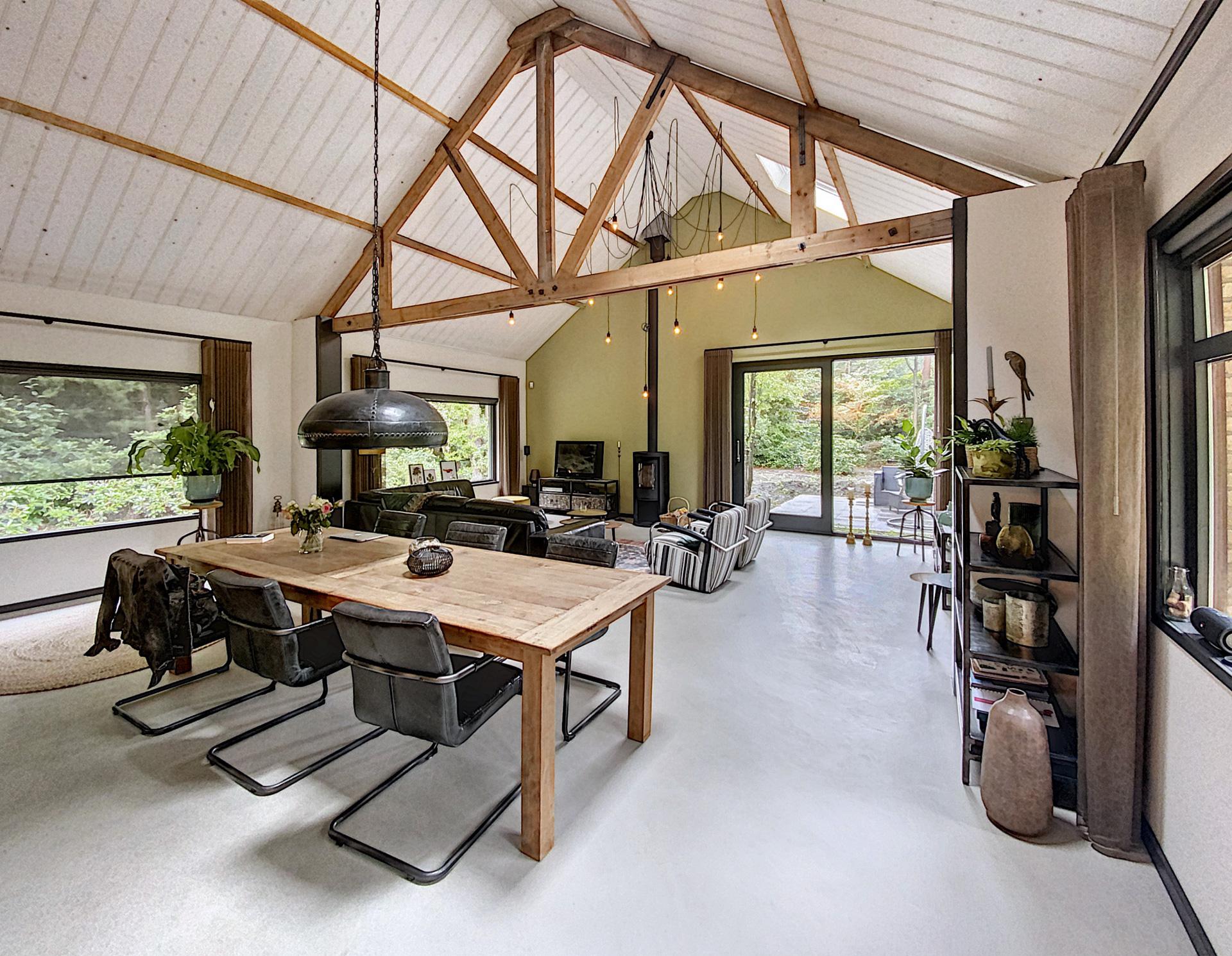 Verbouwing-woning-houten-spanten-in-het-zicht-6