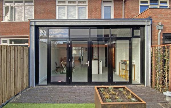 aanbouw-stalen-balken-glazen-pui-ID-Architectuur-1